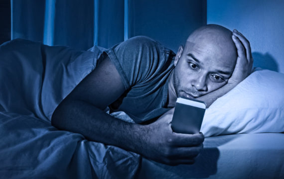 Research confirms negative influence smartphone use on bed rest