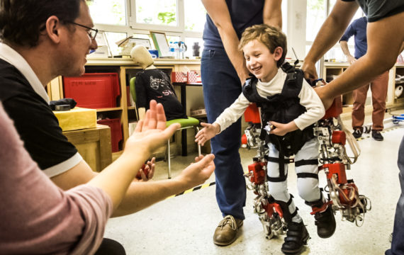 Adaptable exoskeleton helps children to move again, or for the first time