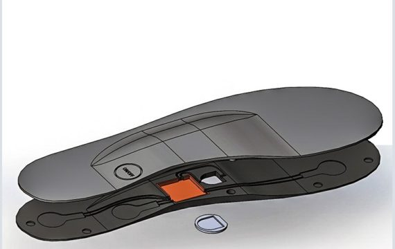 Electronic insole detects foot strike pattern in runners